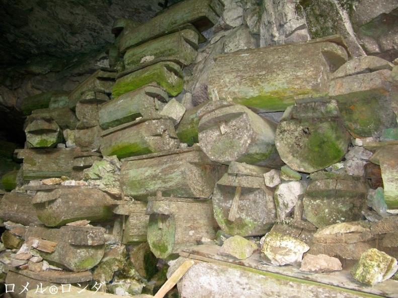 Lumiang Burial Cave